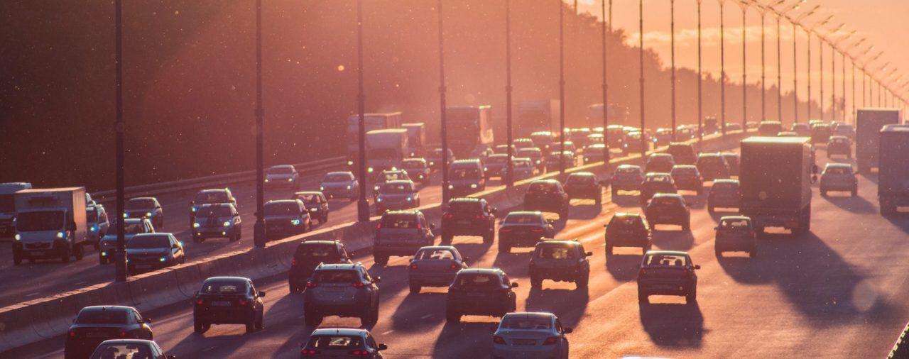 Straßenverkehr: Zweiter Blick vorm Abbiegen notwendig